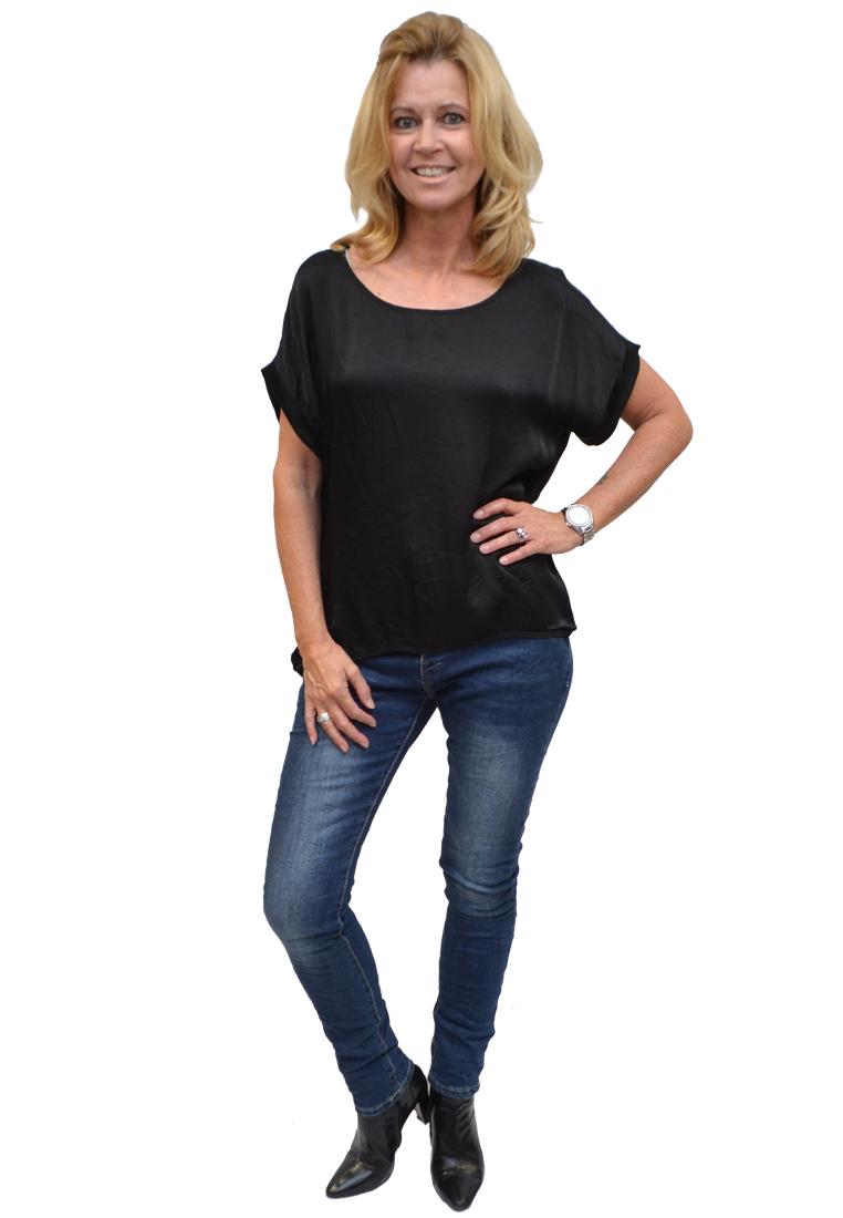 Gemma Ricceri Shirt Zwart Voorkant