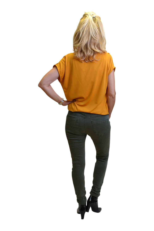 Melly & Co Groen Broek Janita Achterkant & Gemma Ricceri Shirt