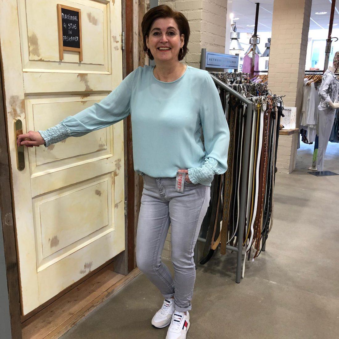 Norfy Jogjeans Gitte Grijs & Gemma Ricceri Top Francine Lichtblauw Store3 Mode & Accessoires