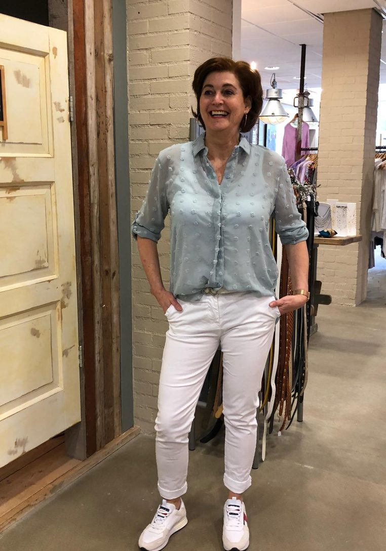 Ambika Blouse Madelynn Lichtblauw Met Nopjes Store3 Mode & Accessoires