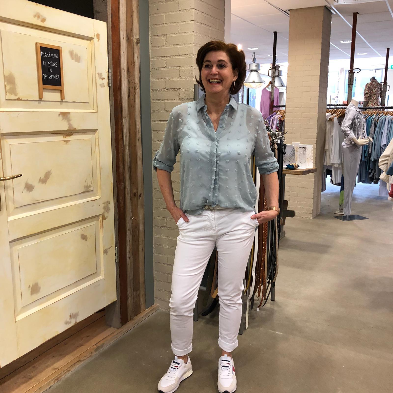 Ambika Blouse Madelynn Lichtblauw Met Nopjes Store3 Mode & Accessoires