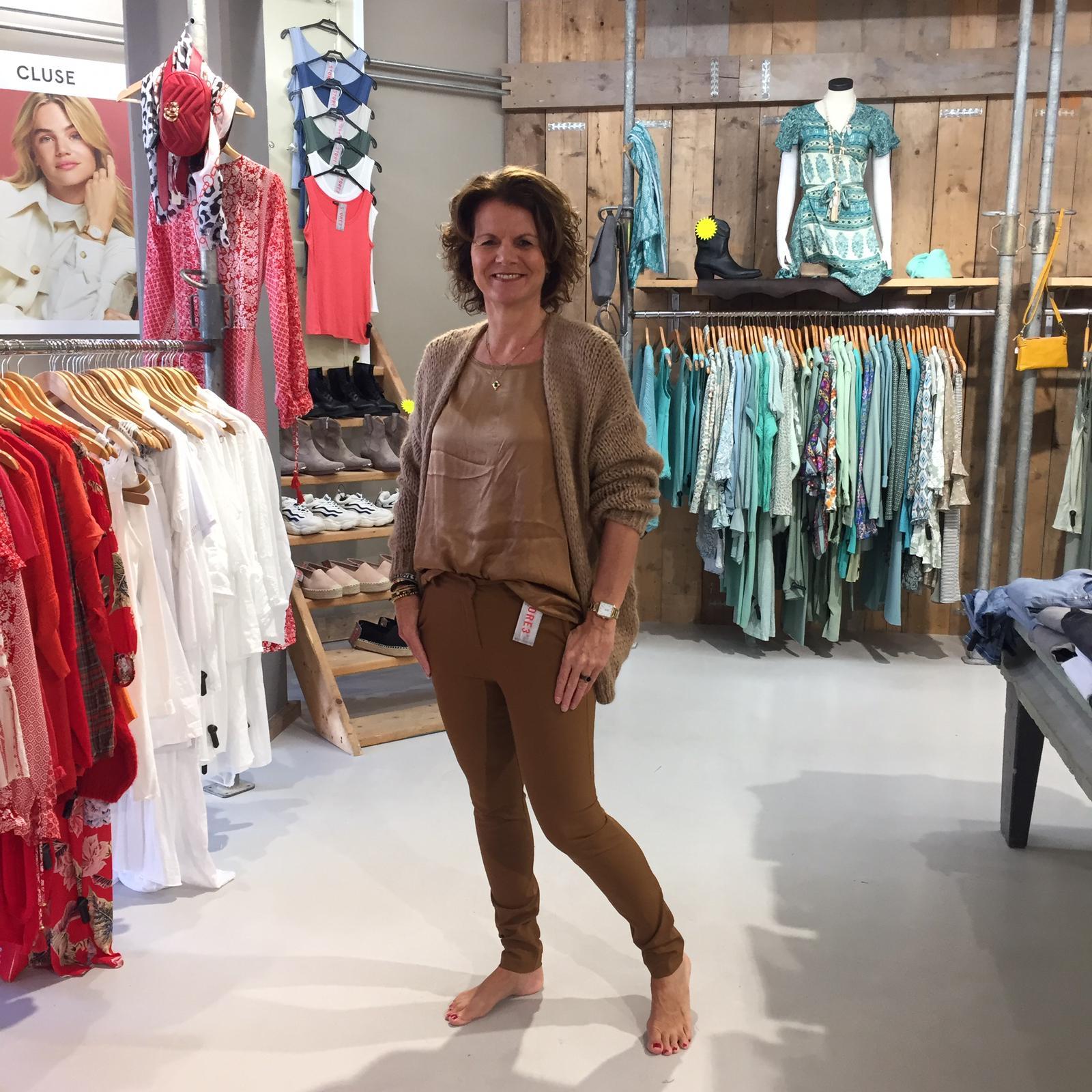 Gemma Ricceri Shirt Adelynn Cognac & Vest Camel Gebreid Losette & Gemma Ricceri Pantalon Diana Cognac