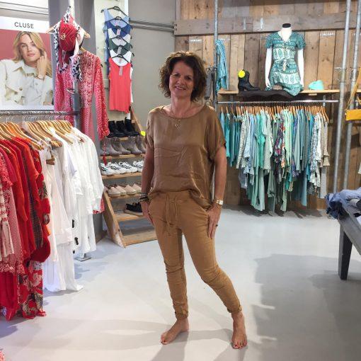 Gemma Ricceri Shirt Adelynn Cognac & Melly & Co Broek Victoire Camel