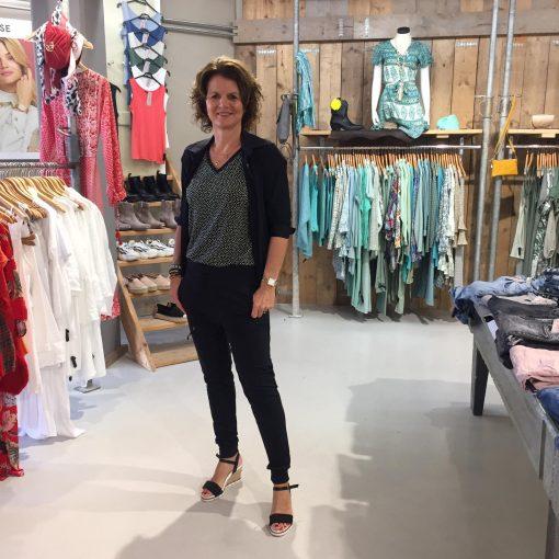Vera Jo Blouse Travelstof Margarida Zwart