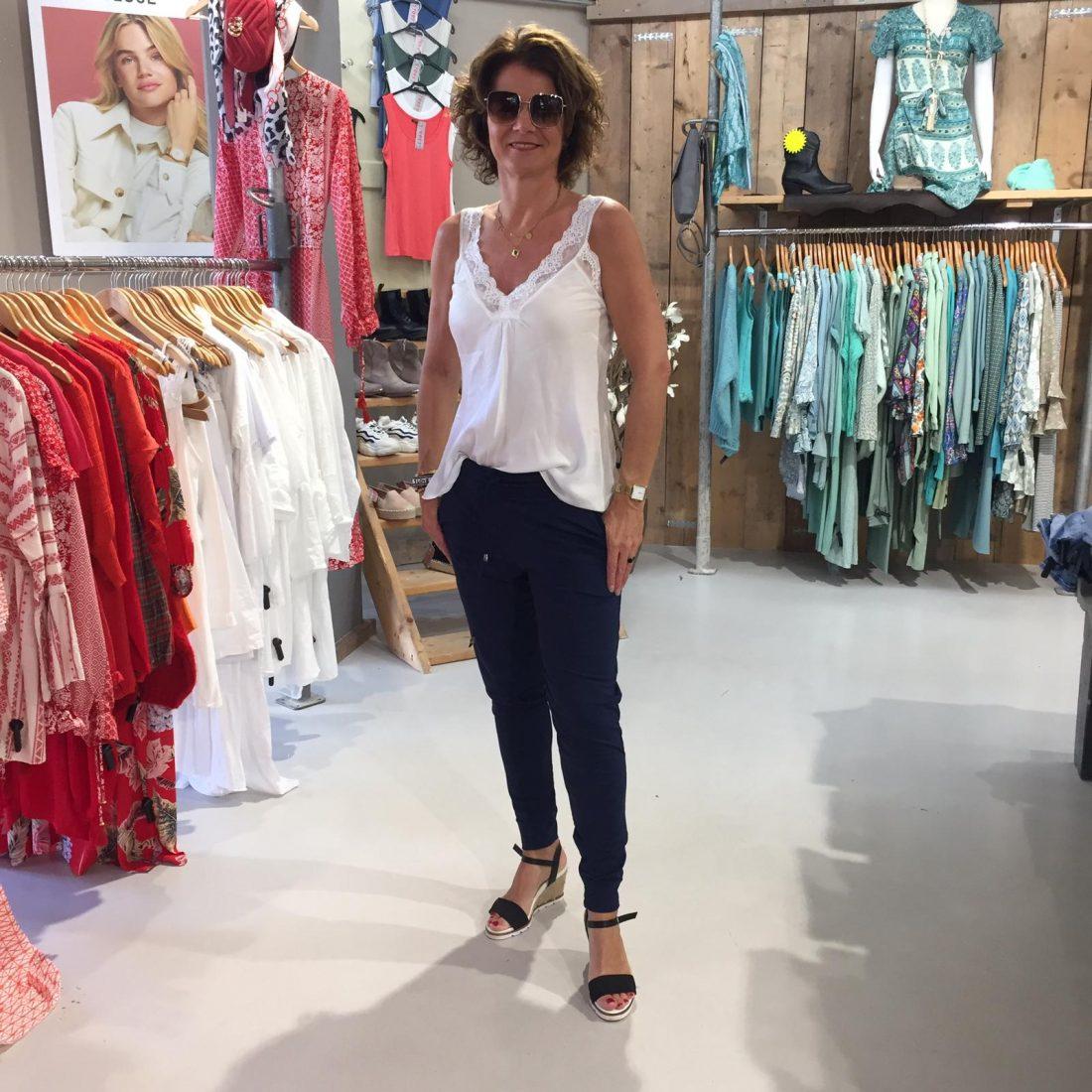 Vera Jo travelbroek Denisa Navy & Kanten Top Carina Wit