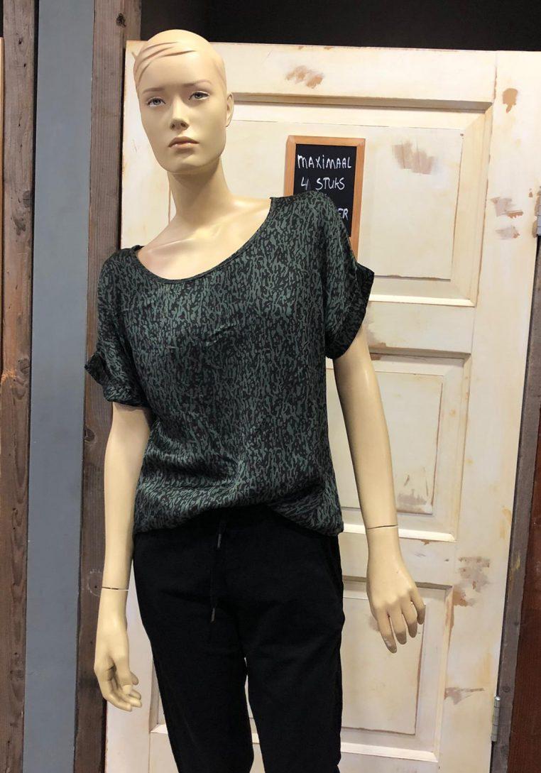 Gemma Ricceri Shirt Bep Panterprint Groen